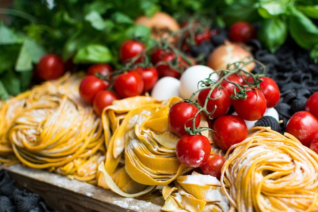完全食であれば栄養バランスは整っているので、健康的にダイエットも行えます。