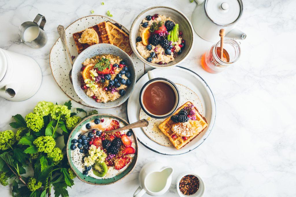 朝食にパンだけを食べるのは「栄養不足」