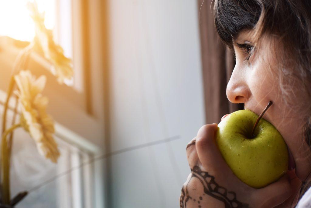咀嚼には、食事をお美味しくしたり、表情を豊かにしたり、様々な病気を防ぐなどたくさんのメリットがある