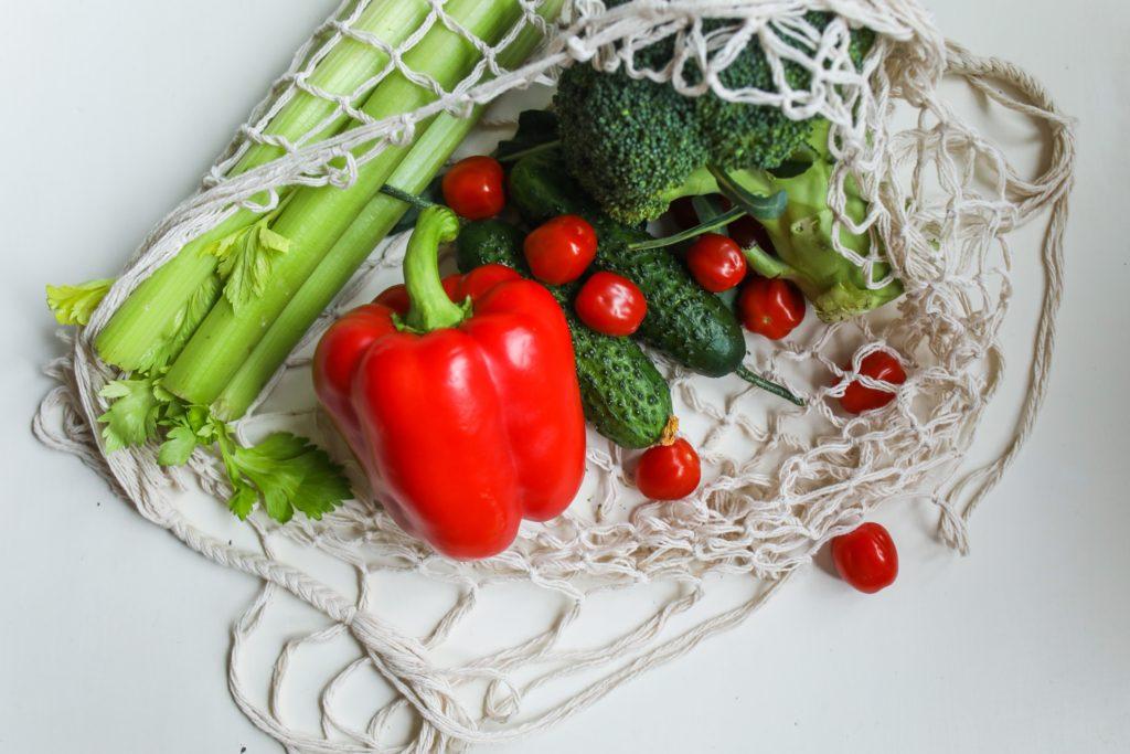 完全食には善玉菌のエサとなる食物繊維が含まれていますが、菌活と組み合わせるとより効果的