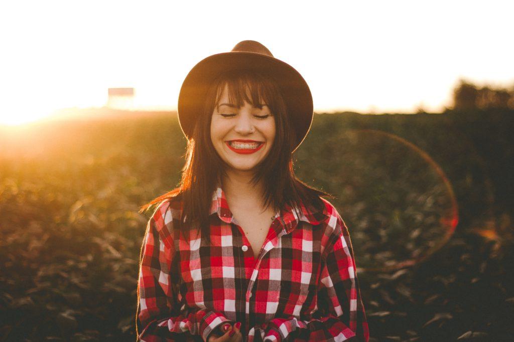 完全食はビタミンB1・ビタミンC・マグネシウムなど、ストレスに有効な栄養素を豊富に含んでいるので、食生活が乱れがちな人におすすめです。